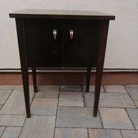 Art-Deco asztalka 2 ajtós.