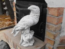 Címer sas  Sólyom  Fagyálló Kő szobor kemence dísz vagy Kerítés kapu oszlop ra