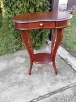 Vese alakú asztalka fiókkal