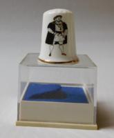 Angol porcelán gyűszű - VIII. Henrik