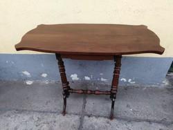 Fiókos asztal tömör diófából