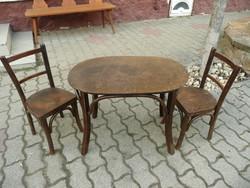 Antik gyermek Thonet játszó garnitúra / kis asztalka két székkel nagyon stabil, eredeti állapotban
