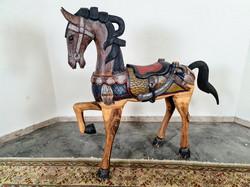 Régi antik nagy festett fa ló szobor