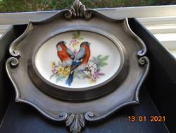 Barokk német jelzett Baecher nehéz ón rámában ovális Schwarzenhammer porcelán kép színes madarakkal