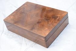 Antik fa díszdoboz gyökér furnéros díszítéssel Kueisl Czechoslovakia