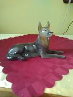 Hollóházi kutya porcelán figurális szobor.