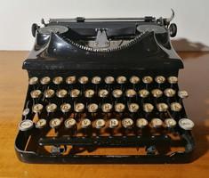 Régi szép állapotú működőkepés írógép URANIA (Ér-582)