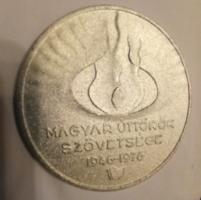 Régi fém emlék plakett magyar úttörők szövetsége 1976