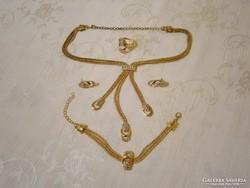 B_007 Arany színű ékszer szett kövekkel: nyakék, karkötő, gyűrű, fülbevaló