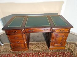 Chesterfield tömör fa térbe állítható íróasztal új!