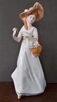 Kecses porcelán hölgy