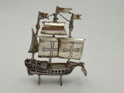 Nagy ezüst vitorlás Santa Maria - Kolumbusz hajója