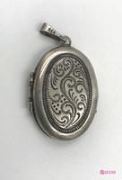 Historizáló, képtartós, ezüst medalion. XIX. sz. második fele.