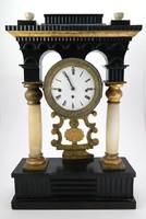 Biedermeier negyedütős asztali óra alabástrom oszlopokkal ; 1850 körüli
