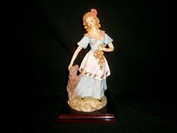 Gyönyörű Capodimonte szobor: nő kutyával és gyümölccsel 27 cm magas