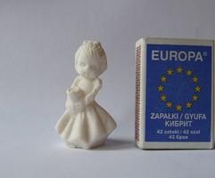 Mini, miniatűr, nagyon aranyos kislány figura, alabástrom szobor