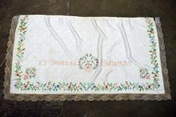Hímzett selyembrokát drapéria kötény tűfestés kézimunka csipke 150 x 79 cm , 1959 Susanna Böllner