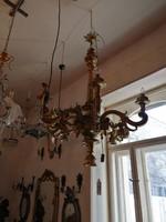 Aranyozott fa csillár. Barokk stilusban. Hát ágas. Gyönyörű alapodban.F-24