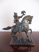 Emese (Álmos anyja) sólyommal bronz szobor