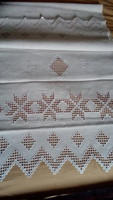 Hímzett maderiás vászon terítő 140*52 cm