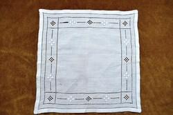 Antik azsúrozott díszzsebkendő tálcakendő asztalközép , terítő , szalvéta  29 x 29 cm