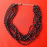 Fekete gyöngy nyaklánc, nyakék,