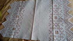 Hímzett maderiás vászon terítő 90*54 cm