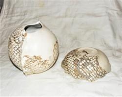 Váza és tál Borza Teréz porcelánművész munkája