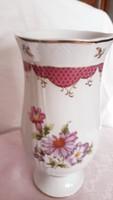 Hollóházi   váza    dúsan  aranyozott