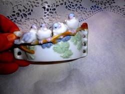 4 db madár  figura a porcelán tartó  szélen -különleges darab