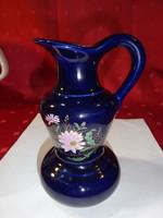 Kobalt kék alapon, gyönyörű virággal díszített porcelán kancsó.
