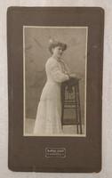 1900 körüli régi hölgy fotó szép szecessziós kerettel Miskolcról