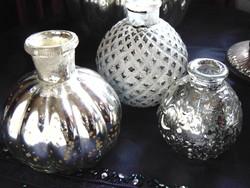 3 db foncsoros üveg vázácska, rózsagömb