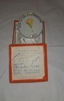 Röplabdás hollóházi porcelán emlékplakett férfi '75 aláírásokkal HBNA