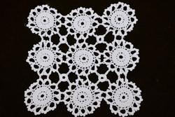 Horgolt csipke kézimunka lakástextil dekoráció kis méretű terítő 20 x 19 cm