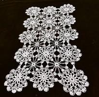 Horgolt csipke kézimunka lakástextil dekoráció kis méretű terítő 46 x 27 cm