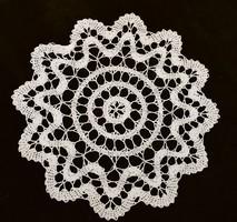 Horgolt csipke kézimunka lakástextil dekoráció kis méretű terítő 45 cm szalaghorgolás