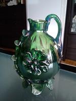 Régi szakított talpú zöld üveg korsó, gyönyörűen kidolgozott díszítéssel!
