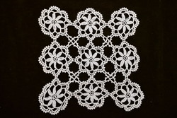 Horgolt csipke kézimunka lakástextil dekoráció kis méretű terítő 22 x 21 cm