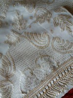 Arany/krémfehér szövött mintás ágytakaró 220x260