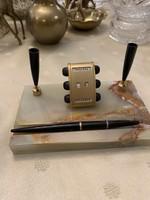 Íróasztalra való toll tartó és gyertya tartó meg örök naptár