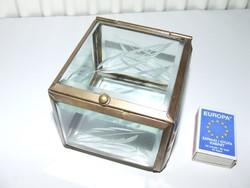 Régi, antik csiszolt üveges réz ékszerdoboz, ékszertartó, szelence levél motívumokkal díszítve