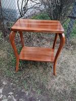 Csodaszép íves antik polcos asztal