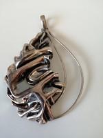 Aszimetrikus gyűrt felületű nagy méretű kézműves ezüst medál