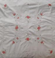 Régebbi kézzel  hímzett pamutvászon asztalközép (82X82 cm)