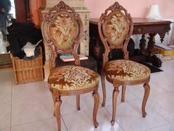 Kézzel faragott antik székek