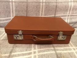 Antik kisméretű  bőrönd.
