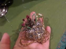 Gyöngyből fűzött virágkosár / karácsonyfadísz , korához képest szép állapotban .