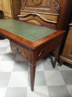 Mahagóni íróasztal