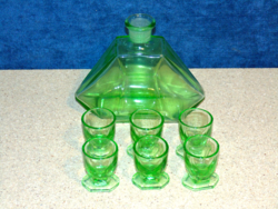 Uránzöld likőrös poharak + 1 likőrös üveg